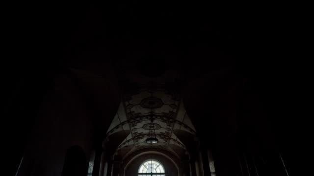 stockvideo's en b-roll-footage met interieur van het prachtige historische pand - boog architectonisch element