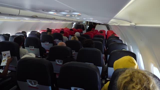 interior of the passenger airplane - kabina filmów i materiałów b-roll