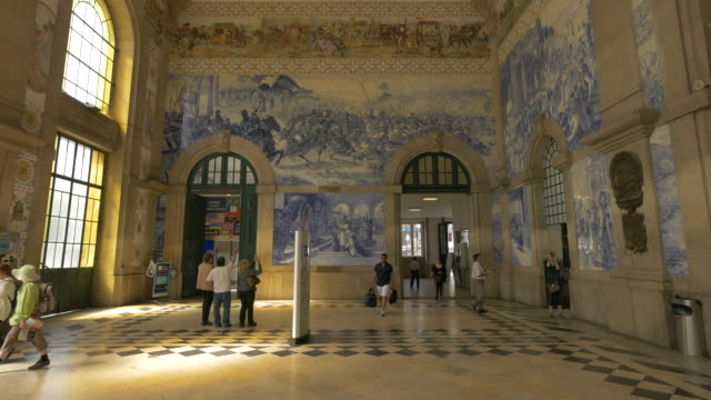 stockvideo's en b-roll-footage met interieur van het treinstation - portugal