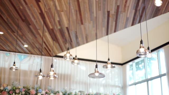 interior vintage lamps hanging from ceiling of the hotel. - drewno tworzywo filmów i materiałów b-roll