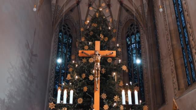 interiors of t.martin church in metzingen, germany in christmas decorations - religia filmów i materiałów b-roll