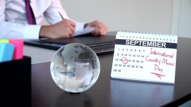 internationella countrymusik dag - speciella dagar - calendar workout bildbanksvideor och videomaterial från bakom kulisserna