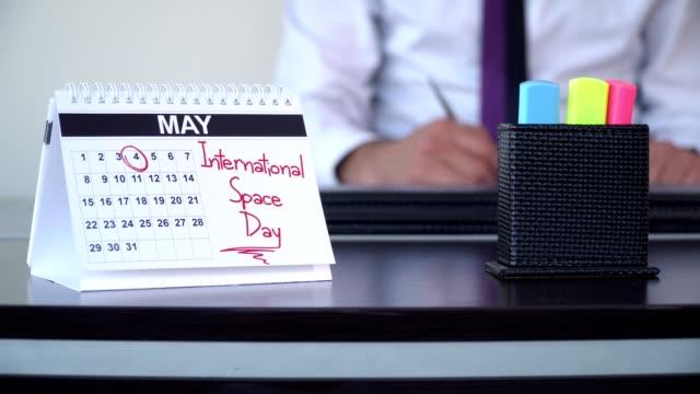 internationella utrymme dag - special - calendar workout bildbanksvideor och videomaterial från bakom kulisserna
