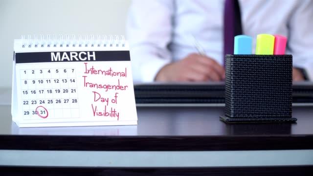 internationella transgender day of synlighet - speciella dagar - calendar workout bildbanksvideor och videomaterial från bakom kulisserna