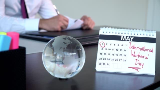 internationella arbetarnas dag - speciella dagar - calendar workout bildbanksvideor och videomaterial från bakom kulisserna