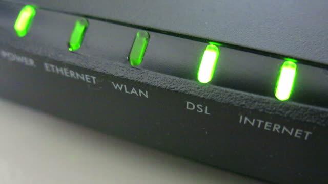vídeos de stock, filmes e b-roll de modem à internet - acessibilidade
