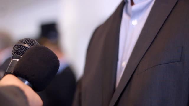 ビジネス人、プレス メディアをインタビューします。 ビデオ