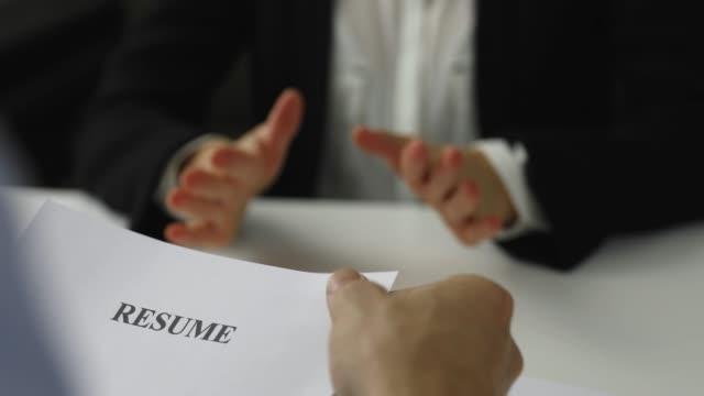 面接における面接者と候補者のディスカッション - 雇用と労働点の映像素材/bロール