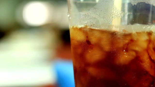 interweave ice coffee in cup - iskaffe bildbanksvideor och videomaterial från bakom kulisserna