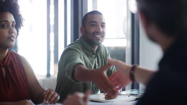 vídeos de stock e filmes b-roll de introducing himself to fellow go-getters - business meeting