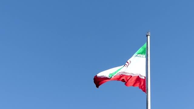 伊朗國旗從 tabiat 橋在德黑蘭,伊朗 - 德黑蘭 個影片檔及 b 捲影像
