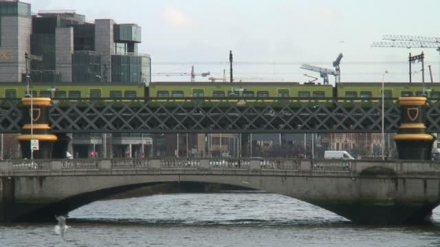 (HD1080i) Ireland: Dublin 3D River Traffic video