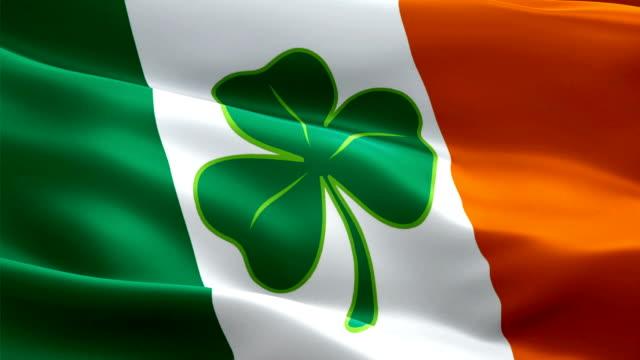 vídeos de stock, filmes e b-roll de irlanda agitando bandeira com quatro trevos de folhas. dia 3de são patrício bandeira irlandesa acenando. sign of ireland sem emendas loop animação. bandeira irlandesa resolução hd fundo de fundo. lucky shamrock ireland bandeira closeup 1080p full hd  - boa sorte
