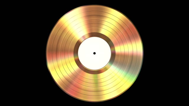 iridescente disco in vinile oro su sfondo nero con canale alfa. looped senza soluzione di continuità. 4k. - disco audio analogico video stock e b–roll