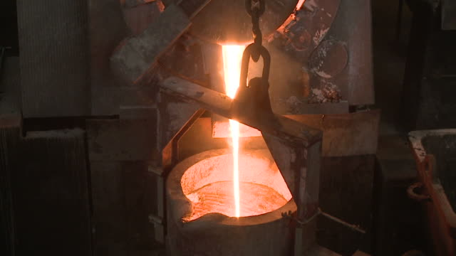 vídeos de stock e filmes b-roll de fundição de ferro - ferro metal