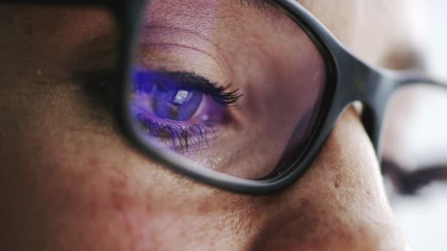 vidéos et rushes de vos lunettes ne fait le travail? - rétine