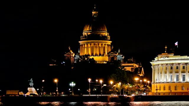 isaac's cathedral - a view from the waterfront - isakskatedralen bildbanksvideor och videomaterial från bakom kulisserna