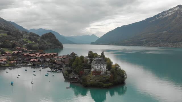 isetwaldsee und dorf in der schweiz - kanton bern stock-videos und b-roll-filmmaterial