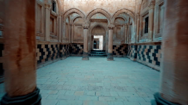 vídeos de stock e filmes b-roll de ishak pasha palace - walking insıde of the palace - fpv - castle