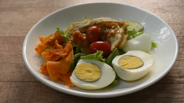 Islamic salad vegetable and boiled egg topping crispy fried taro dressing sweet bean sauce halal food