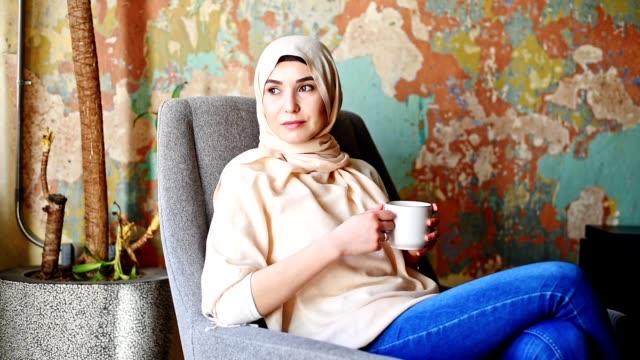 islamic woman with veil on the sofa - cultura turca video stock e b–roll