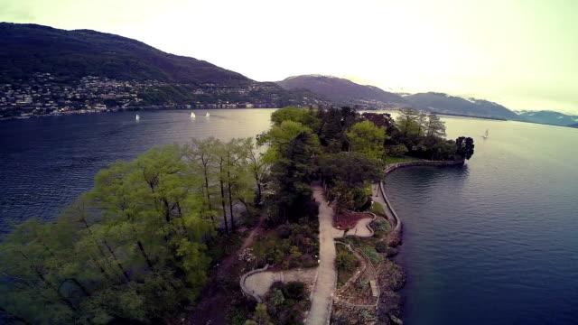 vídeos de stock e filmes b-roll de ilha no lago maggiore, itália - lago maggiore
