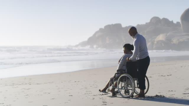 är inte detta trevligt? - fysiskt funktionshinder bildbanksvideor och videomaterial från bakom kulisserna