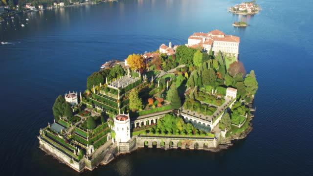 vídeos de stock e filmes b-roll de isola bella aerial view - lago maggiore