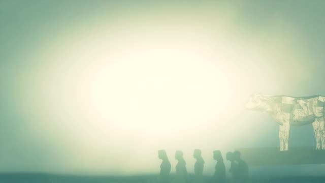 vidéos et rushes de israélite et le veau d'or sous un brouillard - veau
