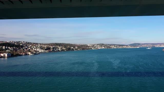 vídeos y material grabado en eventos de stock de bosphorus istanbul levantamiento del mar a vista aérea de puente - distrito eminonu
