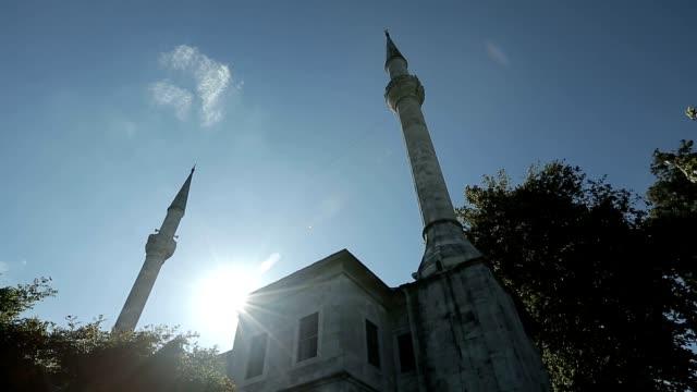 stockvideo's en b-roll-footage met istanbul ottomaanse beylerbeyi moskee timelapse - heilig geschrift