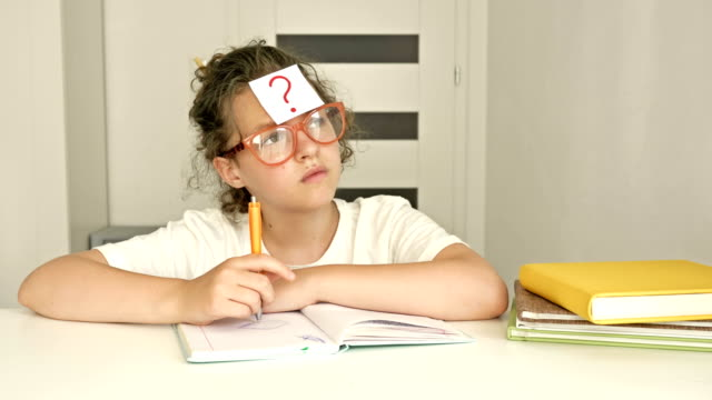 It is difficult for the student to do their homework. Girl does not cope with the lessons on his own. Problems of distance learning