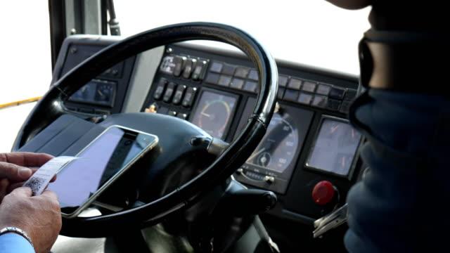 Bидео Italian bus driver checking passengers tickets