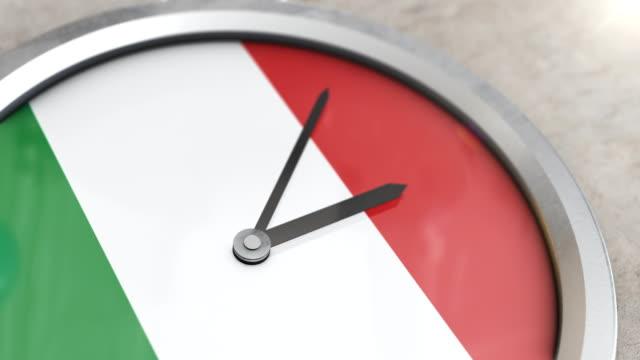 italian flag clock timelapse - milan fiorentina video stock e b–roll