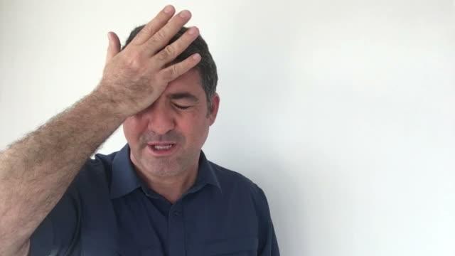 Italian man demonstrate I forgot sign of Italian hand gestures video