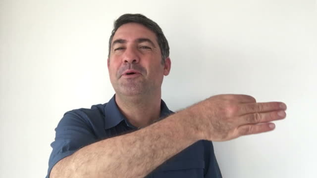 Italian man demonstrate It is perfect sign of Italian hand gestures video
