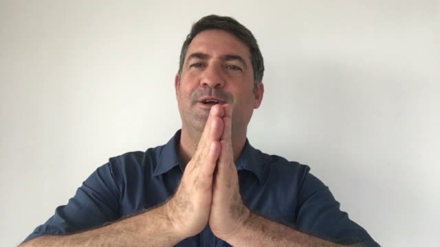 Italian man demonstrate What are you talking about sign of Italian hand gestures video