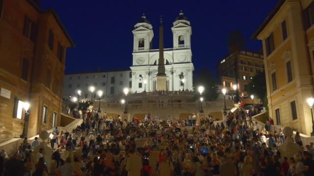 Italie nuit temps célèbre rome place d'Espagne bondé panorama 4k - Vidéo