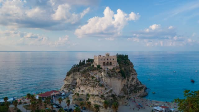 italy, tropea beach timelapse with evening view - video di tropea video stock e b–roll
