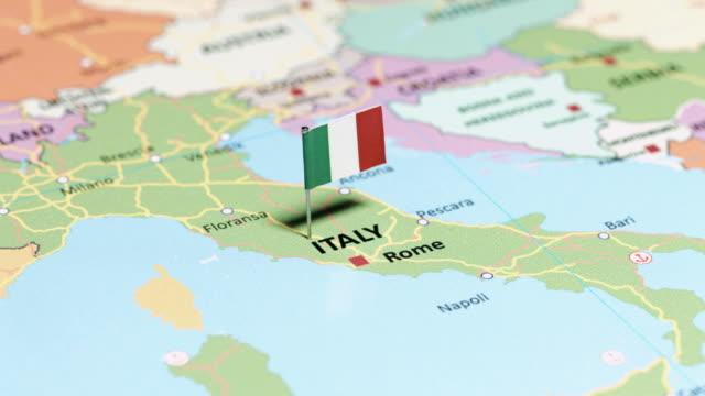 italy with national flag - kultura włoska filmów i materiałów b-roll