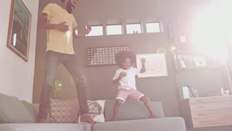 vídeos y material grabado en eventos de stock de ¡es un día de los niños de diversión! - bailar