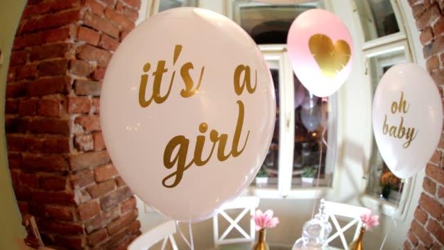 vídeos y material grabado en eventos de stock de es una niña  - baby shower
