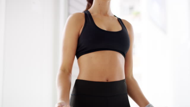 it's time to tone it up - reggiseno sportivo video stock e b–roll