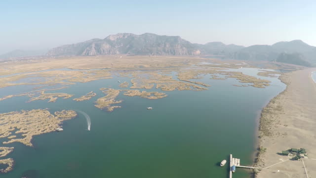 iztuzu spiaggia a dalyan-vista aerea video - fethiye video stock e b–roll