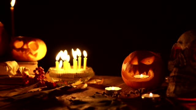 jack's lanterns with candles on a black background halloween pan camera dolly - zucca legenaria video stock e b–roll