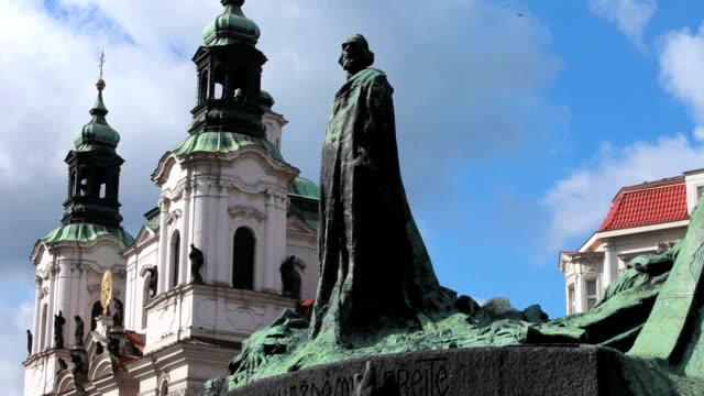 얀 후스 군인기념 및 성 니콜라스 교회, 프라하 - home 스톡 비디오 및 b-롤 화면