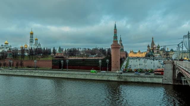 january 2020, moscow russia, moscow river, evening time lapse, 4k, beautiful evening cityscape. - rzeka moskwa filmów i materiałów b-roll