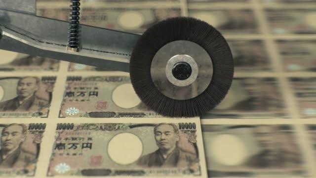 stockvideo's en b-roll-footage met japanse 10000 yen bankbiljetten worden afgedrukt - yenteken
