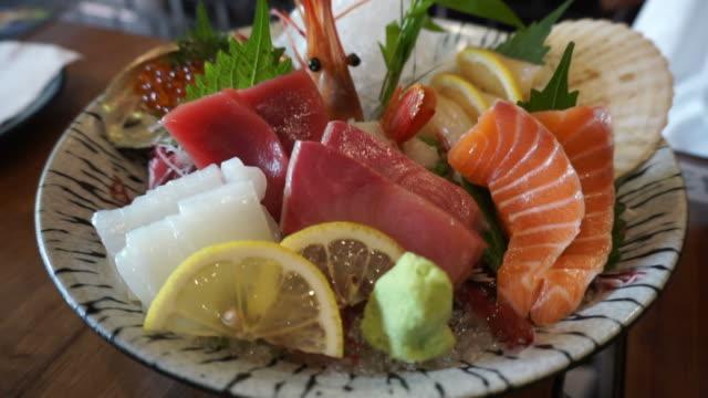 Japanese cuisine premium sashimi platter. salmon, tuna, scallop, shrimp, salmon roe, sea urchin and surf clam Japanese cuisine premium sashimi platter. salmon, tuna, scallop, shrimp, salmon roe, sea urchin and surf clam sashimi stock videos & royalty-free footage