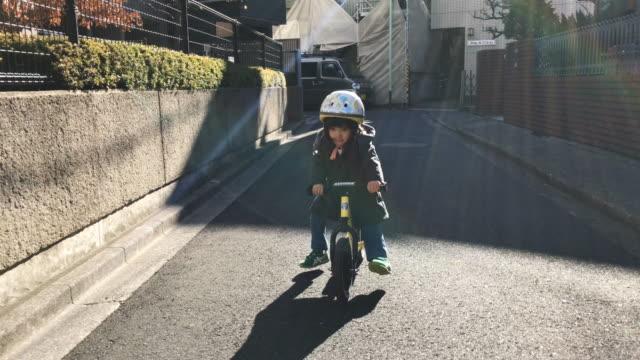 japanese family life - krótkie włosy filmów i materiałów b-roll